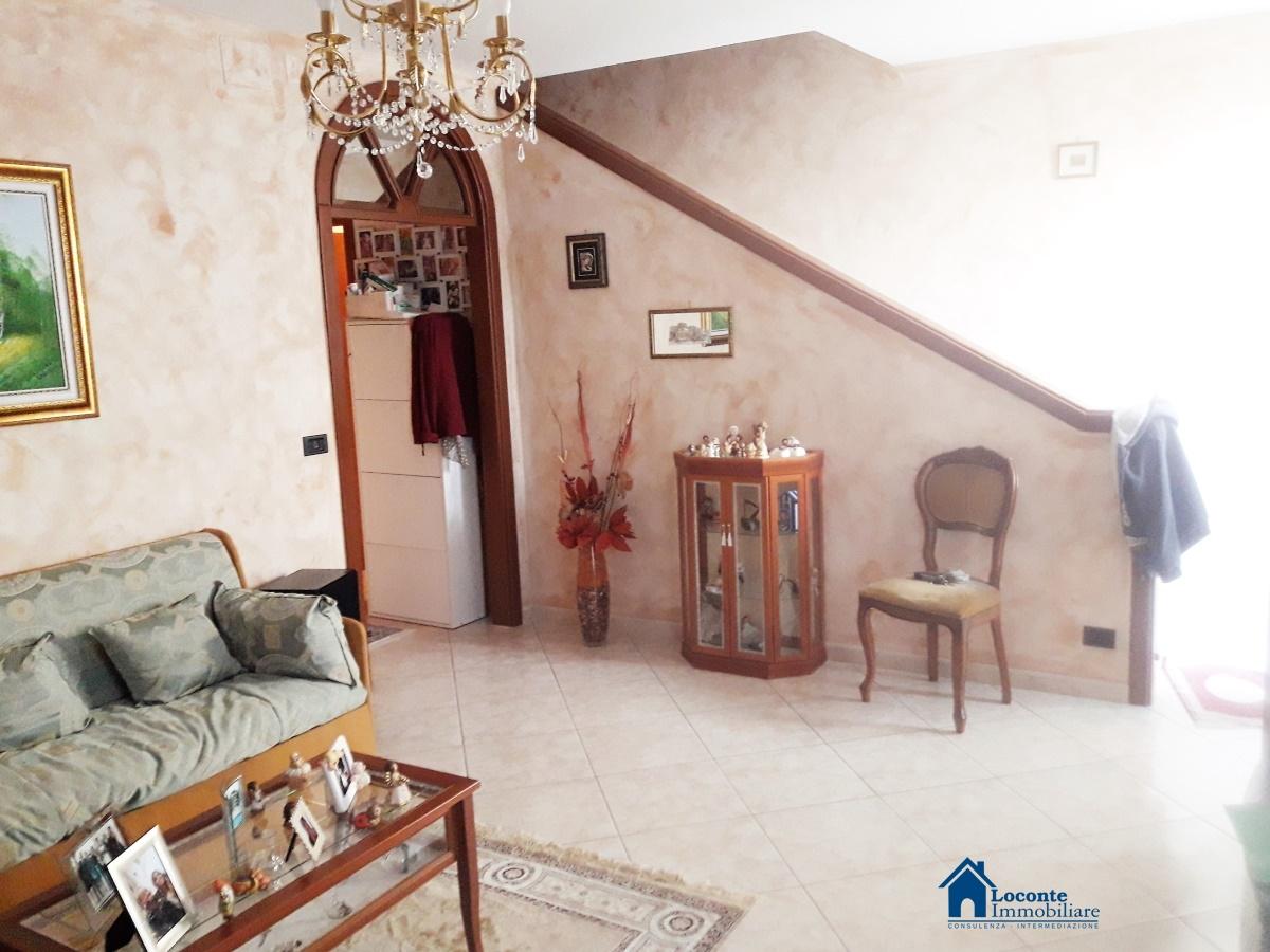 Angolo Lavanderia Terrazzo : Vendita ville cellamare villa a schiera con terrazzo e patio